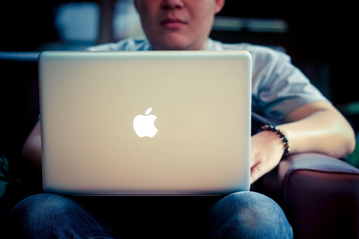 Hiresstock.com - 150205 Sri Noor Verawaty - Man with his Macbook - IMG_3653